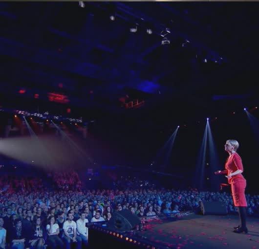 Elisabeth Buffet à Nantes en spectacle au Zénith pour les 20 ans de la compagnie du café théâtre