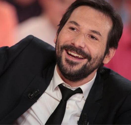 L'humoriste français Régis Mailhot sur scène à Nantes à la compagnie