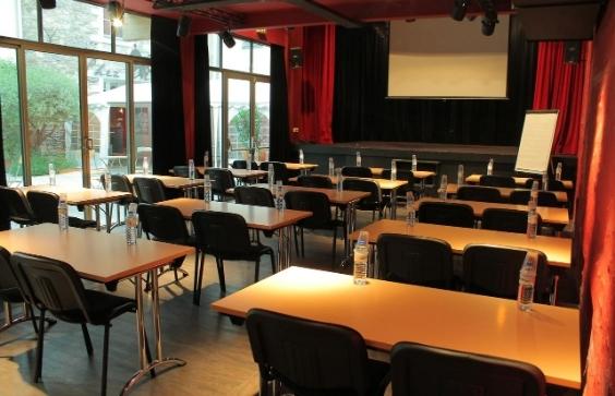 La Compagnie du café théâtre pour les entreprises propose une disposition réunion, classe...