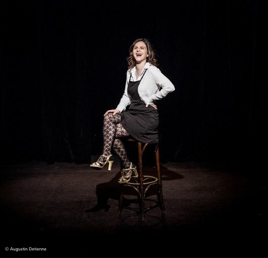 Laura Domenge en spectacle à La Compagnie du café théâtre