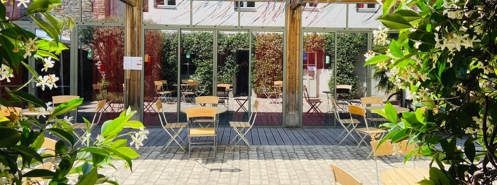 bar à nantes, terrasse café nantes, Bar Nantes, Soirées, Cocktails, Tapas, Bières, Bars, Déguster, Apéro, Cocktail, Boissons, Cosy, Lounge, Boire un verre, Meilleurs bars, Soirs, Bar, Siroter, Spiritueux, Pour-boire, Minuit, Bistrot, Bar à vin, Chaleureuse, Happy hour, Barman, Ouvert tous les jours, Cafés, Charcuterie, Bar à vins, Verre de vin, Prendre un verre, Intimiste, Vendredi et samedi, Insolite, Restaurant-bar, Terrasses, Carte des cocktails, Alcools, Faire la fête, Originaux, Petit bar, Dégustation, Meilleur bar, Vie nocturne, Week-end, Assiettes, Ouvert du mardi au samedi, Convivial, Nombreux bars, Aller boire, Spot, Sirop, Boire un coup, Décontractée, Insolites, Fromages, Conviviale, Aller boire un verre, Bar à cocktail, Afterwork, Musique live, Endroit idéal, Sortir le soir, Vue imprenable, Imprenable, Sélection de vins, Carte des vins, Charcuteries, Boire un cocktail, Sans alcool, Privatiser, Pinte, Bonne ambiance, Nocturne, Le comptoir, Festive, Sortir prendre un verre, Prendre un verre au bar, Produits frais, Prendre un verre entre amis, Atypique, Apéritif, Karaoké, Dédicaces de stars, Bonnes adresses, Ambiances, Allez boire, Boire un verre entre amis, Bar Nantes, Aller prendre un verre, Endroit pour boire, Bar pour boire, Bars et clubs, Soul, Verre le soir, Jus de fruits, Boire un bon verre, Sortir dans les bars, Bar le plus proche, Bar branché, Verre entre amis, Partager un verre, Prendre un verre de vin, Sortir tous les soirs, Passer une soirée, Aller au bar, Aller boire un coup, Sortir tard le soir, Incontournables, Ambiance chaleureuse, Endroits pour sortir, Venir prendre un verre, Artisanales, Ou sortir, Trouve un bar, Salon de thé, Carrer, Sirotant un verre, Savourer, Boire un verre en terrasse, Prendre l apéro, Adresses pour sortir, Aller boire une bière, Fumoir, Guinguette, Crus, Papilles, Verre au bar, Bar ambiance, Bar ouvert, Exotique, Chef barman, Rock n Roll, Bar convivial, Bars et cafés, Bars de la ville, Punch, Aller dans un bar, Venir 
